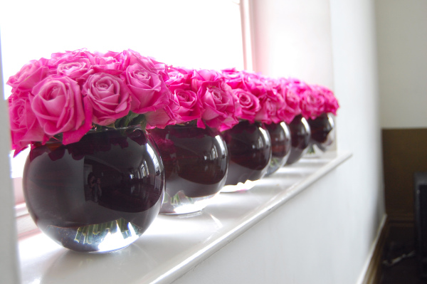 wedding flowers pink and black