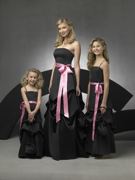 There is no doubt that if you choose a black and pink decoration