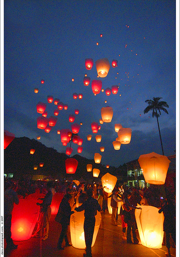 Sky lanterns in France for your wedding decoration – Weddings on the ...