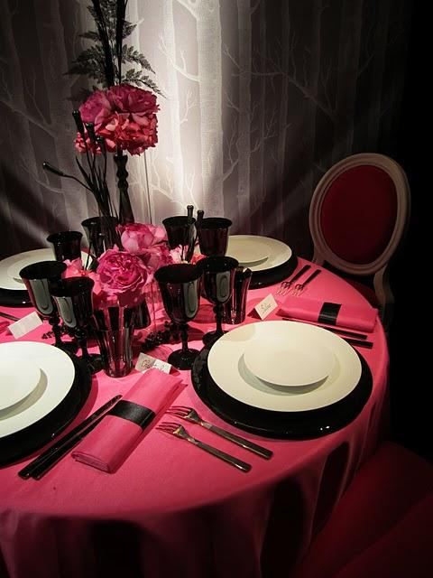 wedding table decoration in france what you can rent. Black Bedroom Furniture Sets. Home Design Ideas