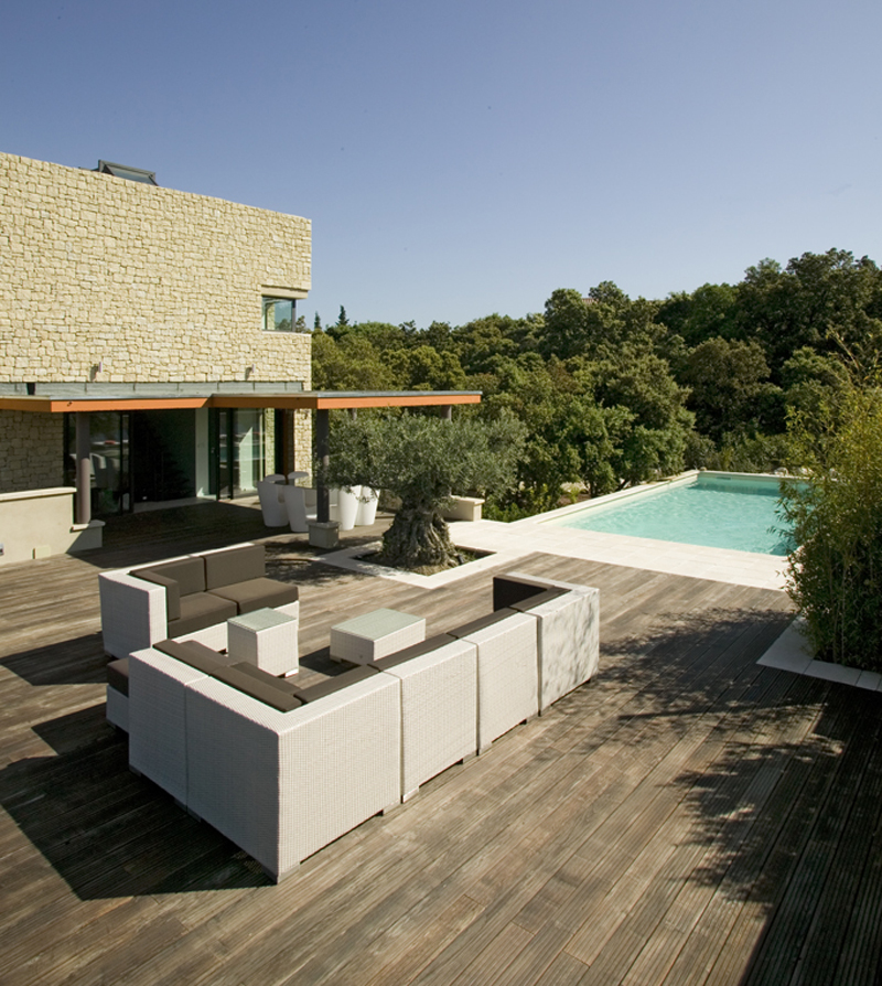 modern wedding villa to rent for a wedding in provence 3